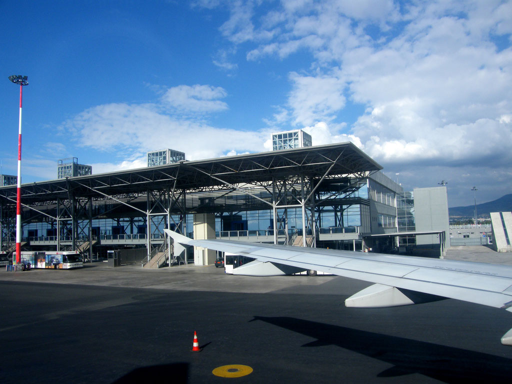 airport thesaloniki rent a car